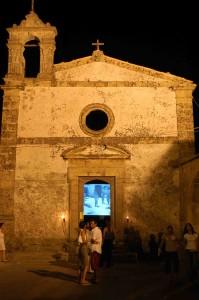 La vecchia chiesa sconsacrata in passato ha ospitato installazioni video del festival